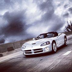 Thunderous Dodge Viper!!