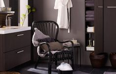 Charcoal bathroom with vintage touches