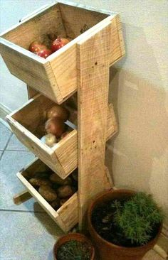 Pallet Vegetable Organizer | 99 Pallets