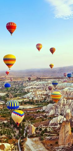 Turkey Travel Inspiration - Hot air balloon flying over Cappadocia, Turkey. Cool Places To Visit, Places To Travel, Travel Destinations, Places To Go, Travel Tips, Travel Hacks, Asia Travel, Cappadocia Turkey, Cappadocia Balloon