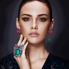 lafemmemagLa Femme gets to know the hidden side of James Ganh, the engineer behind dazzling, wearable works of art Jewelry Model, High Jewelry, Luxury Jewelry, Jewelry Art, Fashion Jewelry, Women Jewelry, Jewelry Design, Jewelry Rings, Emerald Jewelry