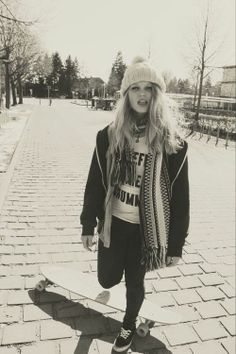 skater girl style (longboard)
