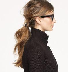 サイドの短い毛や遅れ毛なども気にしない!結ぶ前にワックスをもみこんでおいたり、直毛の方はアイロンで巻いておくと、アレンジしやすくなりますよ。