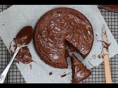 Gâteau au chocolat sans beurre et sans sucre : une tuerie ! - YouTube