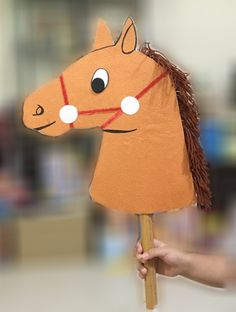 My Cardboard Hobby Horse / Stick Horse Farm Crafts, Craft Stick Crafts, Horse Crafts, Anniversaire Cow-boy, Diy Karton, Art For Kids, Crafts For Kids, Sunday School Projects, Wild West Theme