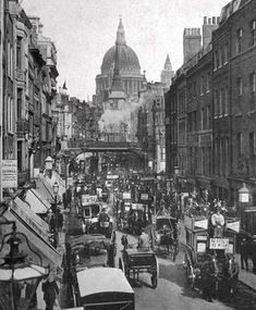 Victorian London was the world's biggest city. This is Fleet Street in Horses had not yet been replaced by cars. BBC - Primary History - Victorian Britain - An introduction Victorian London, Vintage London, Old London, Victorian Life, London 1800, Victorian Street, East End London, Victorian Buildings, Victorian Photos