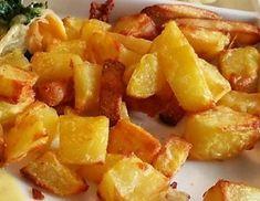 Für die Erdäpfel aus der Heißluftfritteuse zuerst die Erdäpfel schälen und in mundgerechte Stücke schneiden. Die Erdäpfelstücke unter fließendem Zucchini Chips, Actifry, Air Fryer Recipes, Fruit Salad, Tapas, Cool Photos, Food Porn, Food And Drink, Ethnic Recipes