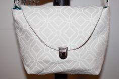 .Pochette en toile, attache cartable nickelée, anse en cuir rivetée.  www.facebook.com/MAgo2013