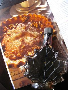 Recipe for Ultimate Maple syrup pie from Food Day Canada.This is a French-Canadian traditional recipe that was part of the food culture of les colons. Canadian Cuisine, Canadian Food, Canadian Recipes, Canadian Party, Sweets Recipes, Pie Recipes, Cooking Recipes, Desserts, Recipies