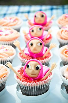Hijabi cupcakes! LOL! (This reminds me of Run for the Cure... the Pink Hijabs ;) What a monumental event, sigh :'D)