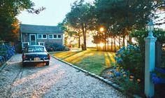 Tour a Photographer's Summer-Ready Long Island Retreat Long Island, Diy Trellis, Garden Trellis, Tiny House France, Patina Farm, Love Home, One Kings Lane, House Tours, Gardens