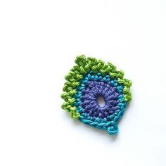 Crochet Flowers Ravelry: French Mini Peacock Feather pattern by Christa Veenstra - Marque-pages Au Crochet, Crochet Mignon, Crochet Motifs, Crochet Flower Patterns, Freeform Crochet, Love Crochet, Irish Crochet, Crochet Crafts, Yarn Crafts