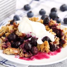 A delicious and easy blueberry crumble that can be made with frozen blueberries. Added bonus, it's vegan, gluten-free and sweetened only with maple syrup! # Food and Drink ideas gluten free Blueberry Crumble (vegan & gluten-free) Gluten Free Baking, Gluten Free Desserts, Healthy Desserts, Vegan Gluten Free, Blueberry Crisp, Vegan Blueberry, Gluten Free Blueberry Cobbler, Blueberry Crumble Pie, Gluten Free Crumble