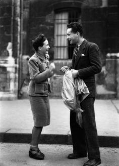 Simone de Beauvoir et le cinéaste Alexandre Astruc. Paris, vers 1946-1947. Photographer: unknown. [Avec Michel Contat, Astruc a réalisé en 1...