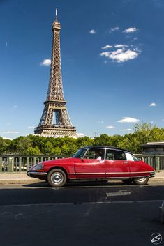 Citroën DS 1974 et la Tour Eiffel Citroen Ds, Psa Peugeot Citroen, Top Cars, Tour Eiffel, Amazing Cars, Vintage Photography, Paris France, Hot Wheels, Cars Motorcycles