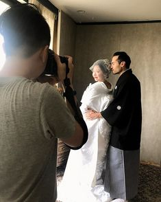 台湾から来日しているカメラマン @ericyeh1984 の撮影が今日から始まりました 今日は国際結婚をされたお二人の撮影 白無垢に着替えた奥様を見て旦那様は終始笑顔ずっと奥様の事を褒めていました 撮影自体を楽しみながら幸せそうなお二人を見ていて私達まで幸せな気持ちになりました お写真の出来上がりが楽しみです  撮影に関するお問い合わせはLINEにて承ります Culwa LINEアカウント umz7792n  #結婚#結婚準備#結婚式準備#結婚式写真#ブライダル#ブライダルフォト#ウェディング#フォトウェディング#ロケーション撮影#前撮り#後撮り#花嫁#プレ花嫁#日本中のプレ花嫁さんと繋がりたい#京都婚#色打掛#着物#和装#打掛#引振袖#白無垢 #wedding#weddingphoto#weddingphotography#weddingdress#culwa#culwastyle#photoshooting#dress#photowedding