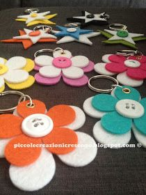 Want to make the stars Felt Crafts, Diy And Crafts, Crafts For Kids, Button Flowers, Felt Flowers, Cadeau Parents, Sewing Projects, Projects To Try, Diy Keychain
