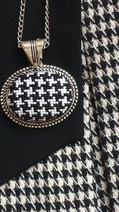 This Pin was discovered by Arz Just Cross Stitch, Cross Stitch Cards, Cross Stitching, Wool Embroidery, Embroidery Stitches, Stitch Cartoon, Cross Jewelry, Bead Art, Cross Pendant
