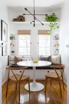 7 Interior Designers Share the Warm White Paint Colors They Swear By Don't want your walls to feel too stark? These are the best warm white paint colors, according to leading interior designers. Sweet Home, White Paint Colors, White Paints, Kitchen Nook, Kitchen Ideas, Kitchen Decor, Kitchen Interior, Kitchen With Breakfast Nook, Kitchen Designs