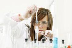 Medische laborant vind ik ook interessant omdat mijn wetenschappen goed zijn en ik het ook wel leuk vind om te experimenten.