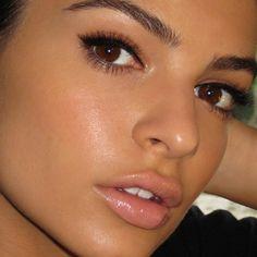 natural makeup, blended slight cat eye
