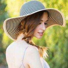 Striped Floppy Straw Beach Hat Never worn Accessories Hats