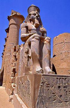 Eygpt - Colosso di Amenothep III - Tempio di Luxor.