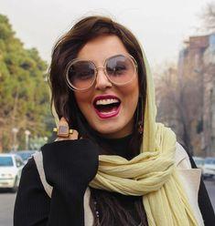 "Foroogh Roshan✨ on Instagram: ""امروز همين قدر خوشحالم  بعد مدت ها خبر خوش رسيده  #خدا_رو_شکر  آخر هفته تون پر از خبرهاي خوب رفقا  Photo by dear @ipekmag"" Stylish Sunglasses, Round Sunglasses, Sunglasses Women, Polarized Sunglasses, Face Shapes, Style Icons, Vintage Fashion, Round Frame Sunglasses, Polarised Sunglasses"