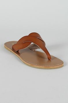 Bamboo Leatherette Thong Fl at Sandal Leather Slippers, Leather Sandals, Flat Sandals, Shoes Sandals, Mens Fashion Shoes, Me Too Shoes, Footwear, Casual, Shoemaking