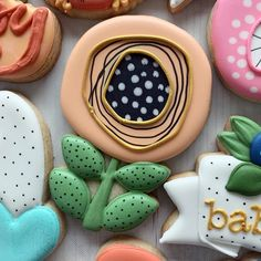 So many wonderful cookies in this adorable set inspired by the whimsical floral invite! 💛💛💛 (Cutters are tagged. Mother's Day Cookies, Paint Cookies, Kinds Of Cookies, Spice Cookies, Fancy Cookies, Easter Cookies, Custom Cookies, Cookie Icing, Royal Icing Cookies