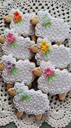 Beautiful Cookie Art (fluffy sugar cookie icing)