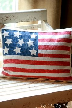 I love this patriotic pillow! Need to make one! The complete directions are posted on the blog. <3