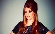 Conheça um pouquinho da história de Elle Henderson, ex-participante do The X Factor UK que promete estourar no segundo semestre!