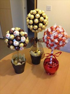 Sweet Trees made with Ferrero Roche and Lindor Chocolates Süße Bäume mit Ferrero Roche und Lindor Chocolates Valentines Bricolage, Valentines Diy, Valentine Day Gifts, Romantic Valentine Ideas, Romantic Ideas, Saint Valentine, Candy Arrangements, Candy Centerpieces, Sweet Trees