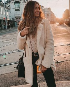 White Touches to Winter Cute Dress Outfits, Classy Outfits, Stylish Outfits, Winter Coat Outfits, Fall Outfits, Fashion Outfits, Fashion Mode, Woman Fashion, White Coat Outfit