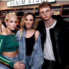 Halsey hanging out with Machine gun Kelly