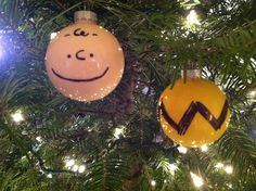 Charlie Brown ornament idea. So simple, total genius.  I have already done a Charlie Brown Shirt Ornament, but I love the face too!