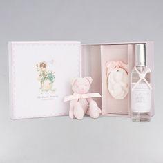 Set Regalo Algodón Dulce BebeDeParis. Este Set nos ayuda a crear una delicada y suave atmósfera en la habitación del bebé, con su fresca fragancia. Un bonito detalle de nacimiento para la habitación del bebé. #regalos #babygifts #bebés