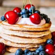 Pancakes με βατόμουρα και γιαούρτι | Κλινικός Διαιτολόγος MSc Θεσσαλονίκη Pancakes, Breakfast, Food, Morning Coffee, Essen, Pancake, Meals, Yemek, Eten