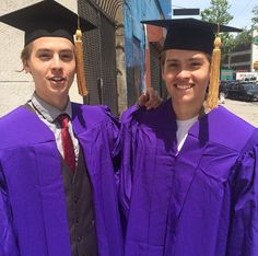Two of our favorite Disney stars have special news! Dylan and Cole Sprouse, the former stars of 'The Suite Life of Zack & Cody,' graduated from New York University on May Who else feels really, really old now? Dylan O'brien, Dylan E Cole Sprouse, Dylan Y Cole, Cole Sprouse Shirtless, Sprouse Bros, Cole Sprouse Funny, Dylan Thomas, Lili Reinhart, Phil Lester