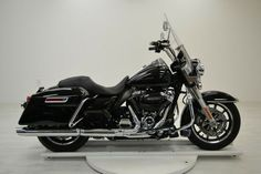 2018 Harley-Davidson Other 2018 Harley davidson Davidson FLHR Road California king #harleydavidsonroadkingclassic #harleydavidsonroadkinggirls #harleydavidsonroadkingcustom #harleydavidsonroadkingwatches #harleydavidsonroadkingapehangers #harleydavidsonroadkingart Harley Davidson Images, Harley Davidson Touring, Harley Davidson Bikes, Custom Harleys, Custom Choppers, Custom Motorcycles, New Harley, Road King Classic, Motorcycle Manufacturers