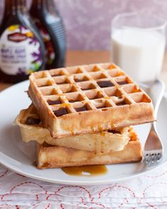 Breakfast Recipe: Overnight Yeasted Waffles Recipes from The Kitchn (Amazing! Seriously worth the time to make these waffles! Breakfast Waffles, Make Ahead Breakfast, Pancakes And Waffles, Sunday Breakfast, Breakfast Specials, Breakfast Bites, Buttermilk Waffles, Waffle Recipes, Gastronomia