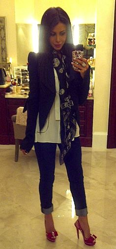 love it all and the A/M scarf / I loved what she wearing and I loved the shoes . Also , l like the color of skinny .