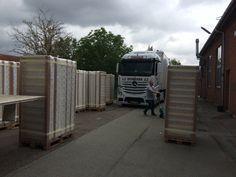 Til orientering er der plads til 300 madrasser på en 13,6 meter trailer ...