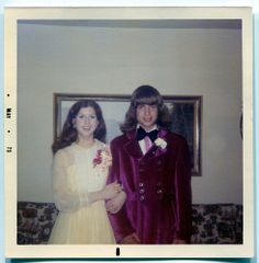 look Second cousin Bernices prom date with Willy Wonka was dreamy perfection. until the Oompa Loompas showed up. 60s And 70s Fashion, Seventies Fashion, Vintage Fashion, Prom Photos, Prom Pictures, Vintage Prom, Mode Vintage, Vintage Magazine, Feelin Groovy