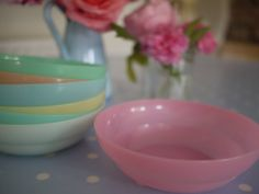We had these bowls! @mbhinson, remember how I chewed my cereal too loudly while eating out of these bowls every morning? ;) tales from cuckoo land