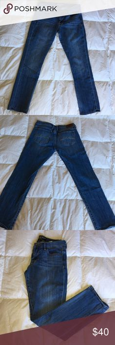 Lucky brand jeans These lucky brand jeans are a light to medium wash denim. They are a straight leg. These jeans are in excellent condition. If your looking for a great quality pair of jeans for your everyday casual outfits then these are the ones for you. Lucky Brand Jeans Straight Leg