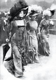 1908 ladies,on a stroll