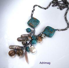 Ce Collier est composé des perles en turquoise mosaïque carrées de 18 mm , des perles rondes de jaspe paysage de 10 mm et des bâtonnets en nacre beige, une jade turquoise, deux - 12335985