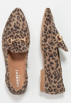 Pointed Heels, My Wardrobe, Slip On Shoes, Html, Slippers, Mens Fashion, Brown, Leather, Slip On Tennis Shoes